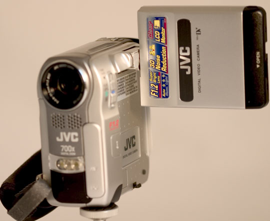 De ingebouwde videolamp zorgt ervoor dat u ook in het donker kunt opnemen.